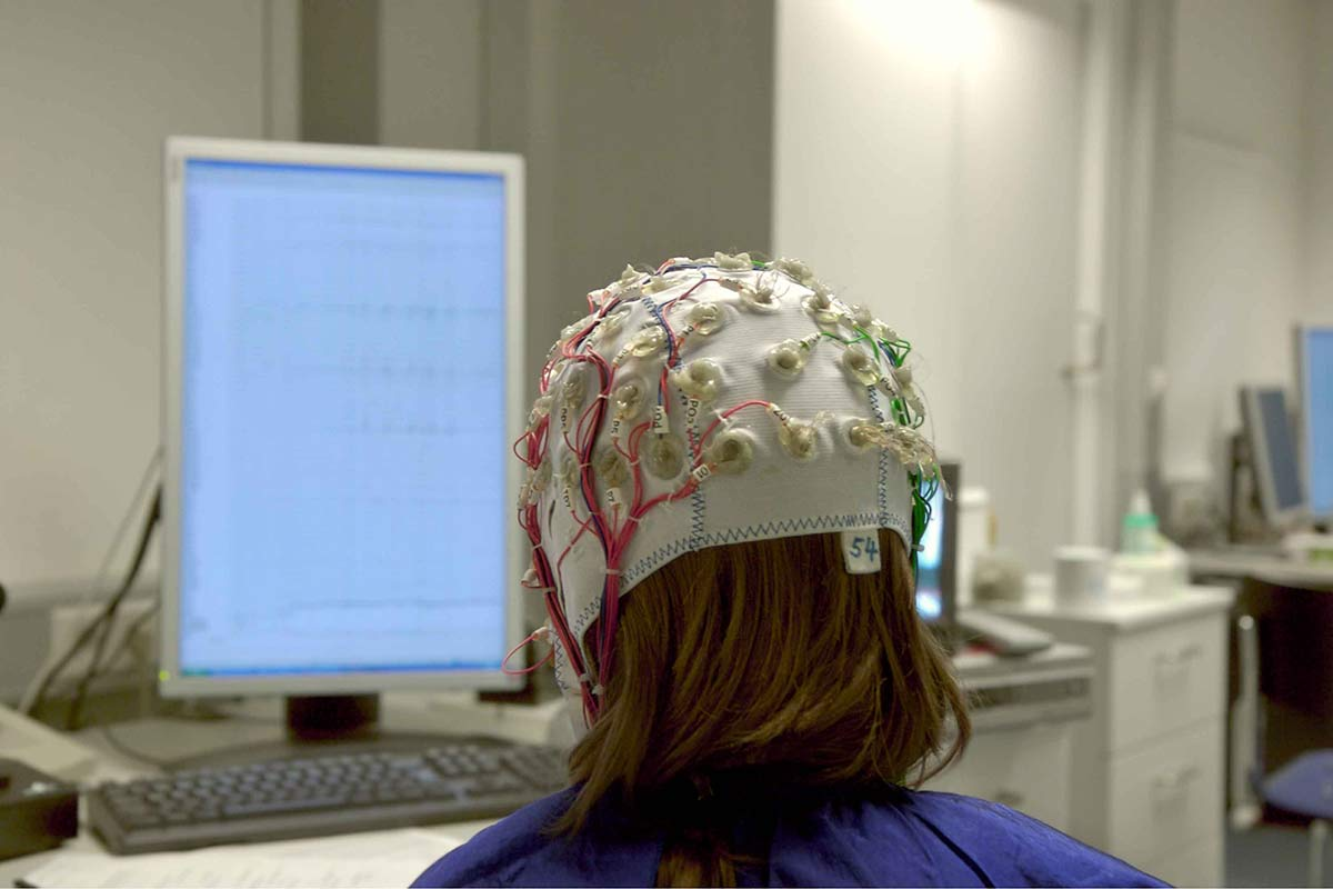 Students get a neuroscience test done on her head