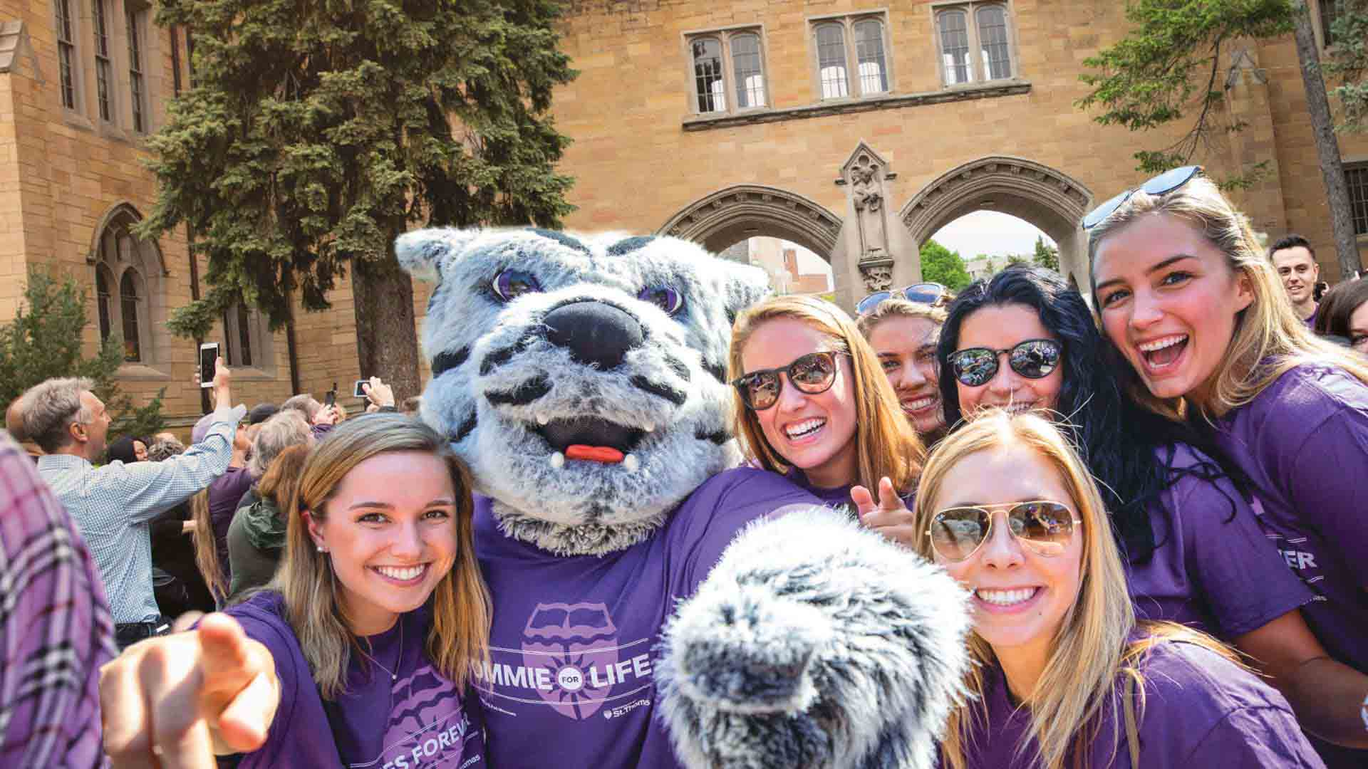 University of St. Thomas students with Tommie the mascot.